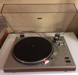 VINTAGE SANYO TP-1010 TURNTABLE (MINT CONDITION) NEW PRICE