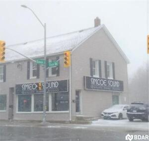Bright Open Commercial Space Fronting On Busy Street in Barrie