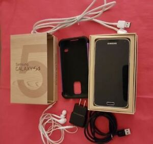 Samsung S5 Smartphone with Box Case Cables Earphones