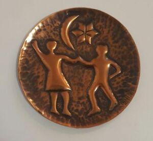 Assiette cuivre martelé de Mostar, signé par l'artisan S. Celebi