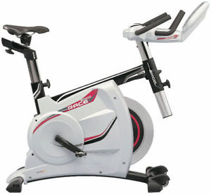 Stationnary bike, spinning, cardio cycle, vélo stationnaire