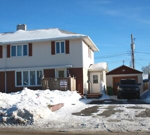 NEW PRICE! OPEN TO REASONABLE OFFERS!   101 CARTIER AVE..