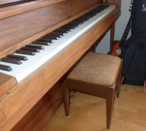 Banc piano / rétro / traditionnel /  cachette / pratique /  50$