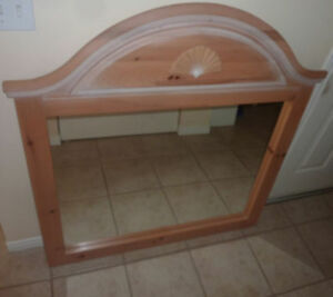 Beautiful wooden (maple?) dresser mirror, made in Canada Kitchener / Waterloo Kitchener Area image 1