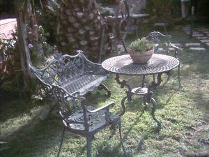 Arredo per esterni e giardino in ghisa 1 tavolo 2 for Arredo per esterni outlet