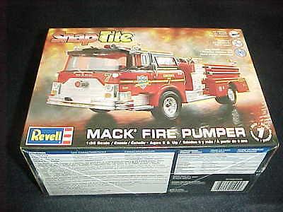 Revell 1/32 Scale Mack Fire Pumper Snap Tite Level 1 Plastic Model Kit 1945