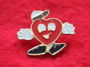 SHAPED-PIN-BADGE-HAPPY-HEART