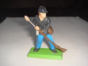 Figurine britains cow boy nordiste debout charge son fusil for Fenetre nordiste