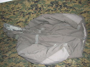 primaloft-GEN-III-parka-jacket-USGI-extreme-cold-weather-military-issue-medium