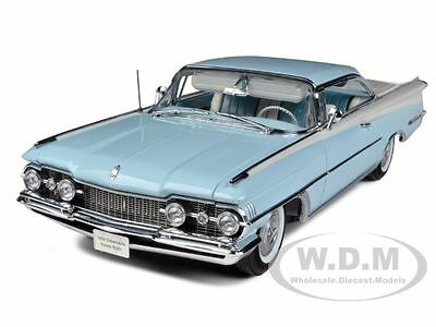 "Broken 1959 OLDSMOBILE ""98"" HARD TOP FROST BLUE/WHITE 1/18 BY SUNSTAR 5242"