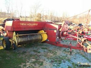 New-Holland-320-Square-Hay-Baler-With-Thrower