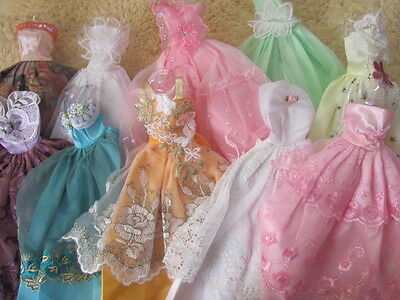 30 items barbie doll clothes 10 dresses 10 shoes  10 hangers  B NEW  on Rummage
