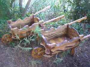 Pareja de carretillas de madera casa jard n garden for Carretillas para jardin