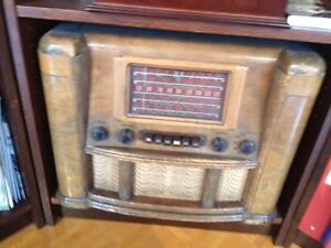 Vintage Multi-Band Canadian Westinghouse Wooden Radio Model 785 West Island Greater Montréal image 1