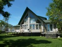 Beautiful Vacation Lakefront Home, Gimli