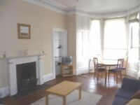 Huge, bright, central 3 double bedroom flat on Tay Street