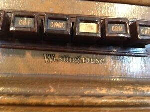 Vintage Multi-Band Canadian Westinghouse Wooden Radio Model 785 West Island Greater Montréal image 3