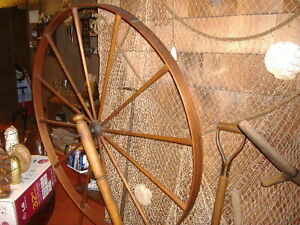 100 YEAR OLD ANTIQUE SPINNING WHEEL