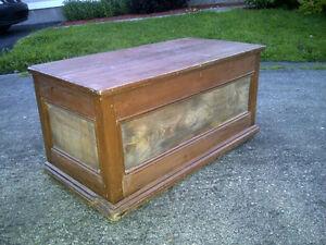 Coffre antique sur pattes - 4 panneaux