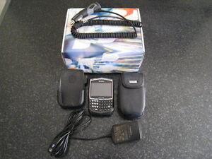 BlackBerry 8703E + chargeur + 2 étuis + adaptateur allume-cigare