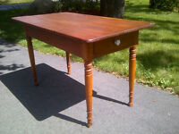 Table antique en pin - clous forge