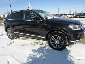 2016 VW Touareg 3.6L 4Motion HIGHLINE **LEATHER-NAV-SUNROOF**