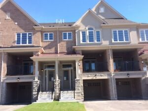 Almost New & Spacious Townhouse over 2660 sqft  in Oakville