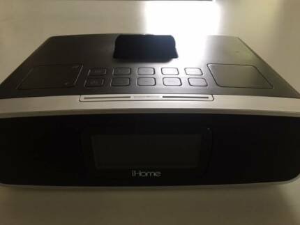 iHome IP90 Dual Alarm AMFM IPod and IPhone Speaker Dock