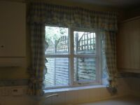CURTAINS, PELMET + TIEBACKS + RAIL/FITTINGS: yellow/blue check cotton *very attractive*