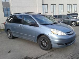 2007 Toyota Sienna LE.. SEULEMENT $ 4500....514-692-2005