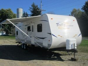 2011 HEARTLAND TRAIL RUNNER 30FQBS TRAILER