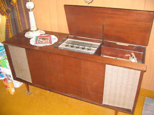 STÉRÉO AM FM AVEC TOURNE DISC 1950