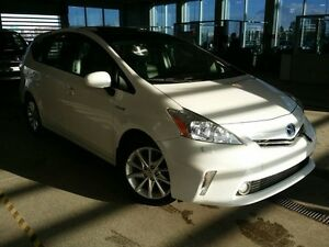 2012 Toyota PRIUS V Touring Pkg. Navi, Backup Cam, Heated Seats