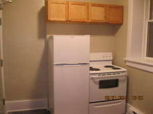 Apt in West End, $625, 1BR +	 hydro, electric heat (K612)