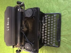 LC SMITH & CORONA TYPEWRITER