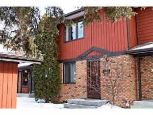 3 BEDROOM TOWNHOUSE FOR RENT - AVAILABLE JULY 15!