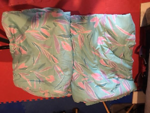Twin Comforters (2 matching w Duvets)
