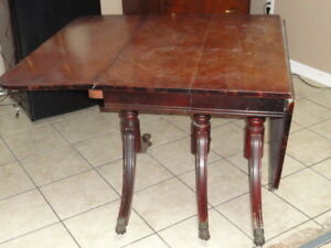 Anitque (1930s) Duncan and Phyfe 3-legged, drop leaf table