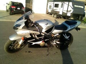 REDUCED 2001 CBR 600F4i clean, low kms