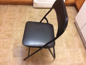 Convenient folding chair
