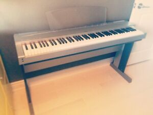 Beautiful Electronic Piano for Sale!