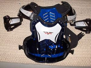 V-CAN Adult Large / X-Large Chest Protector and Shoulder Pads