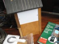 HIDDEN COLOUR CAMERA - OAKDALE 2 IN 1 CAMERA BIRD NEST BOX / CAMERA FEEDER