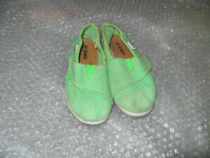 Girls slip-ons size 7 (Toms look-alikes)