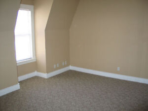 upper 2 bedroom apt with parking and laundry London Ontario image 8
