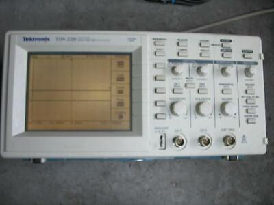 Tektronix Tds220 100mhz 1gss Oscilloscope With Probes