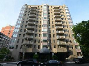Big Spacious 900 ft Condo in the heart of Downtown!