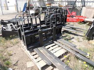 Pallet Forks for ALO, JD, Kubota quick-attach loaders 5,500lbs Regina Regina Area image 2