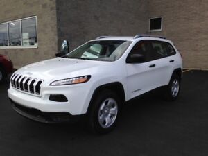 WHITE JEEP CHEROKEE SPORT- PERFECT CONDITION