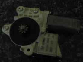 Vauxhall Vectra C driver side front electric window motor- used